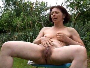 Garten omas nackt im Oma Nackt